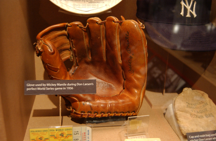 vintage baseball glove outline
